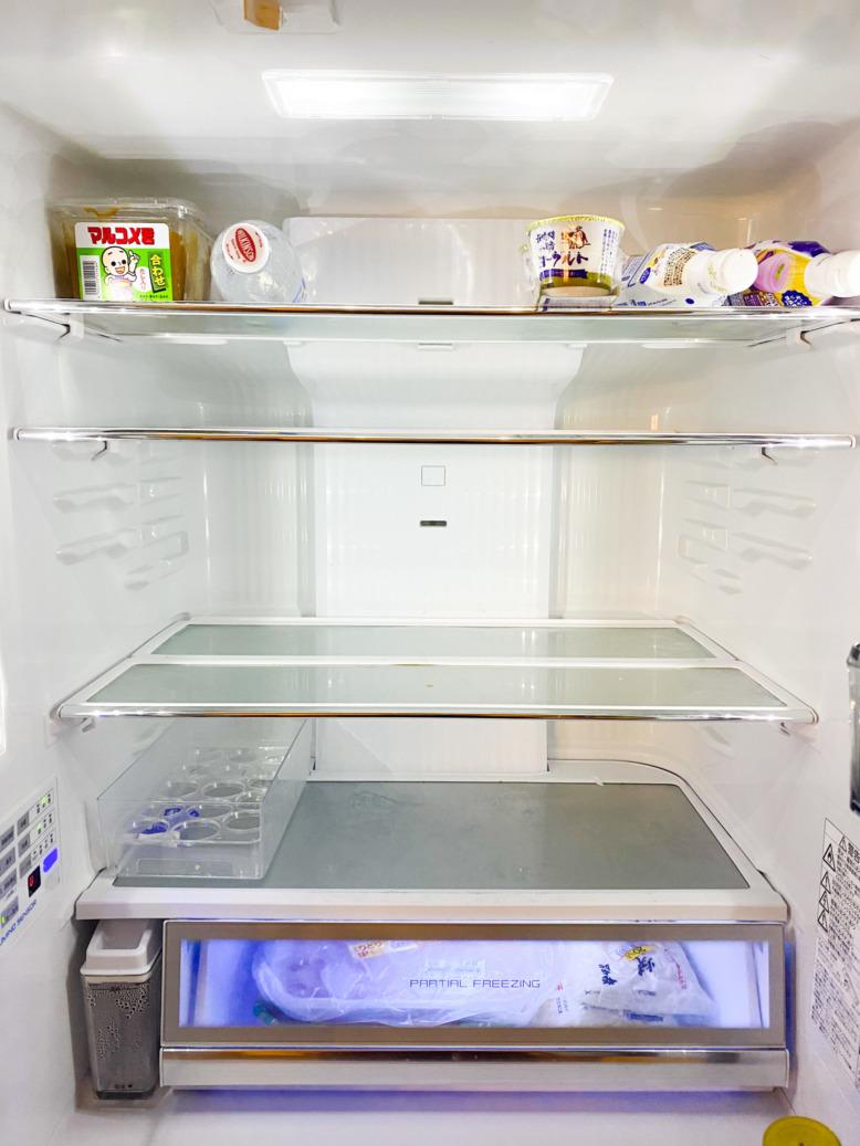 冷蔵庫のからの画像